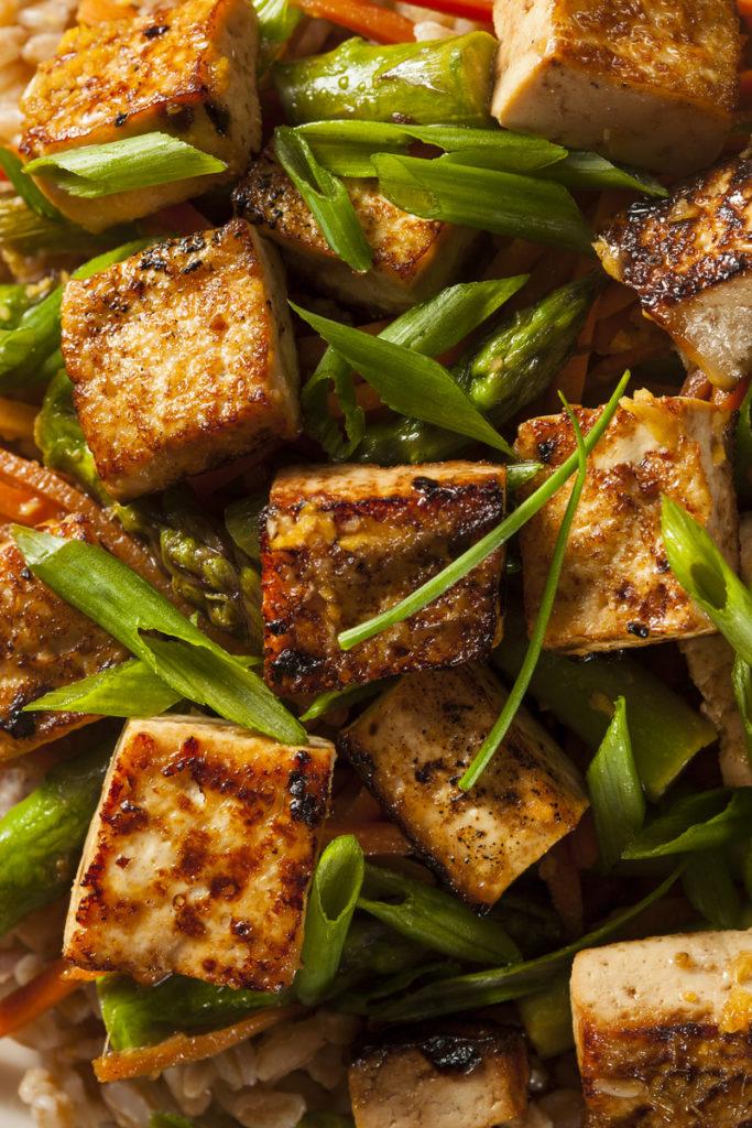 homemade-tofu-stir-fry-P2WNGZ6-1-683x1024 Receitas