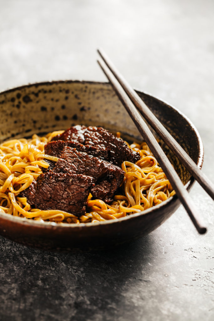 soba-noodles-with-beef-PFUEDHQ-1-683x1024 Receitas
