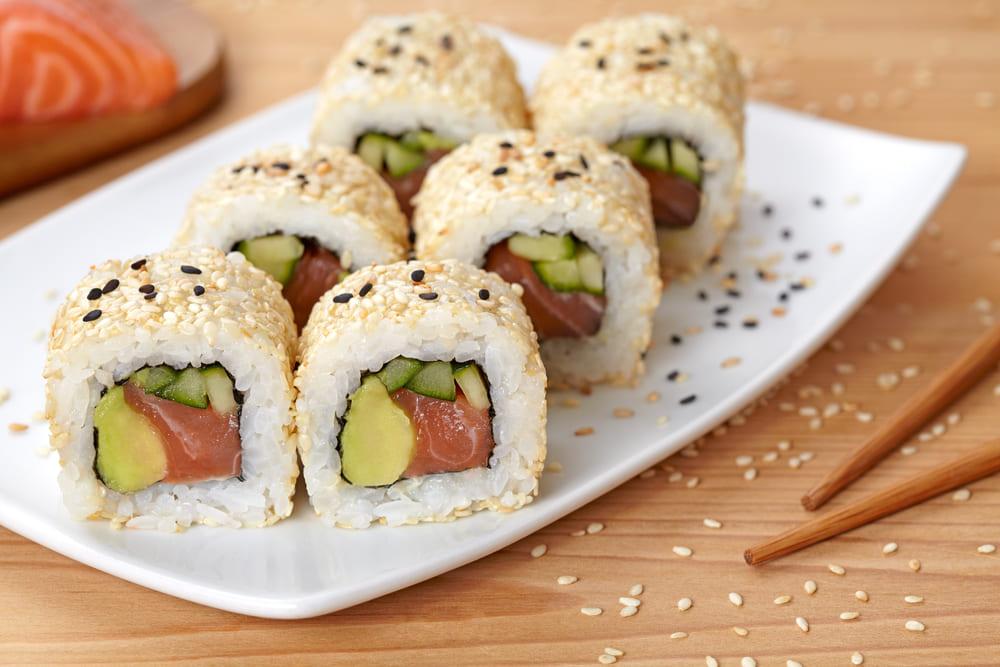 uramaki Conheça 5 deliciosos tipos de sushi